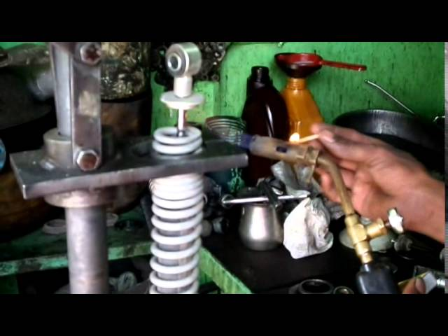 How to Remove Spring of rear Shock Absorber of 125 CC Motor Cycle!!!!!!!!!