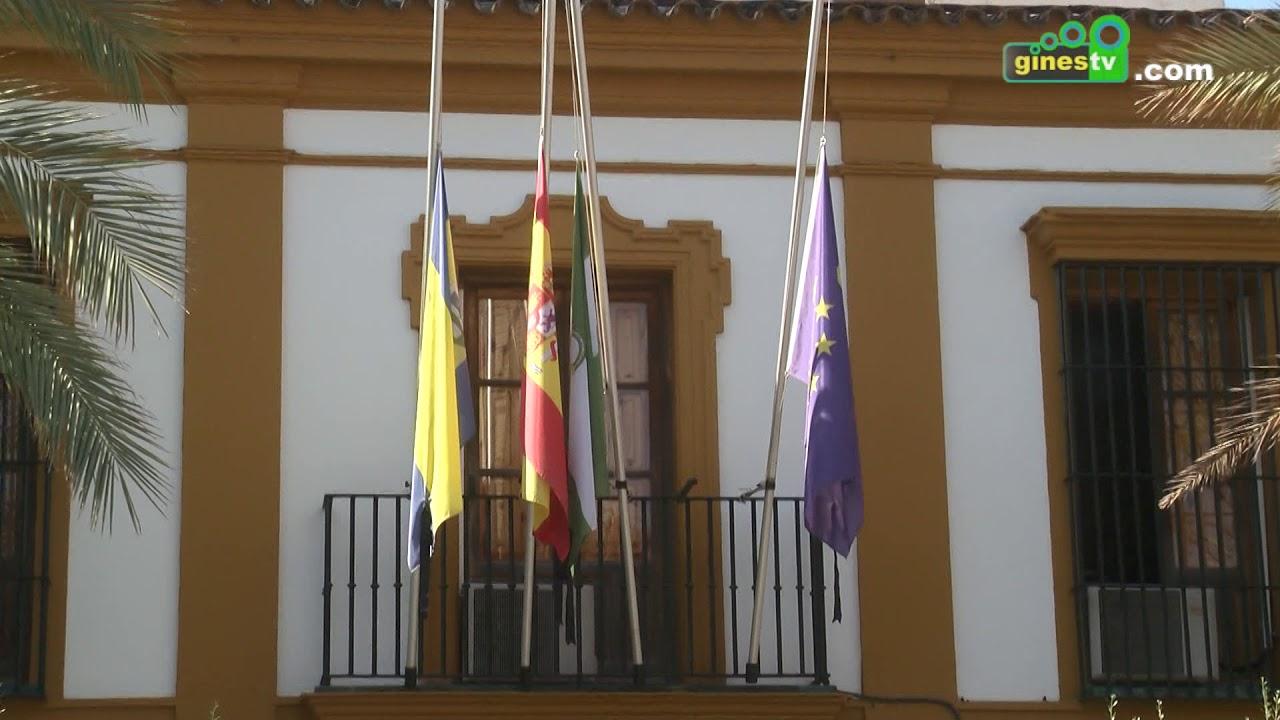Gines muestra su repulsa al atentado de Barcelona con un minuto de silencio en el Ayuntamiento