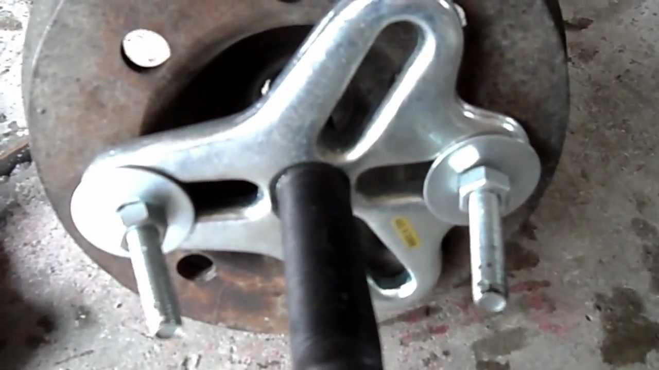 Removing A Crankshaft Pulley With A Puller Youtube