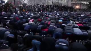 Los Yemenies de New York protestan contra Trump rezando