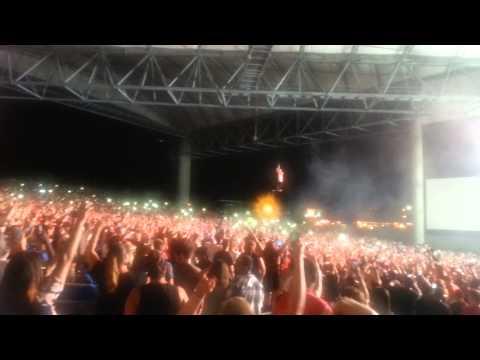 Drake Vs Lil Wayne Tampa 9/4/14 Drake Flying Over Crowd