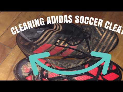 Cleaning Messi adidas soccer cleats by shampoo- football boots