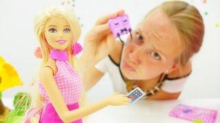 Кукла Барби видео смотреть девчонкам. Ищем планшет Барби и играем в горячо-холодно(Кукла Барби придумала игру! Смотри видео для девочек с Барби и ее подружкой Машей, с ними скучно не бывает!..., 2016-08-10T06:04:56.000Z)
