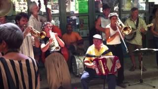 Les Fanfarons de Lasalle au Marché Bio de Barjac 01