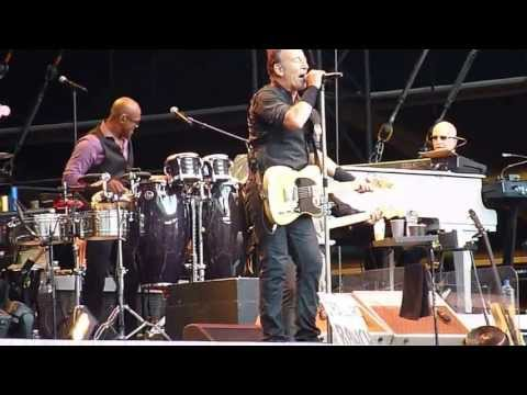 Bruce Springsteen - Cadillac Ranch (Paris, June 29, 2013) Travel Video