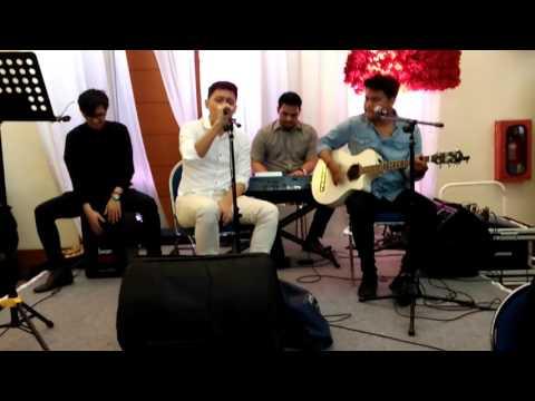 Akustik juan benedict (mylo band) di acara nikahan Sepupunya 'part 3'