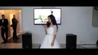 Невеста посвящает родителям стихотворение