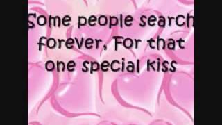 Kelly Clarkson- A Moment Like This (Lyrics On Screen)