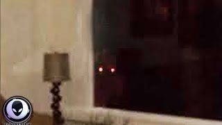 SCARED Vacationers Catch Alien Watching Through Window! Major Sighting 9/1/2015