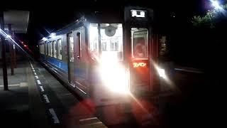 JR四国 夜の粟井駅 松山行き7000系普通ワンマン列車 発車