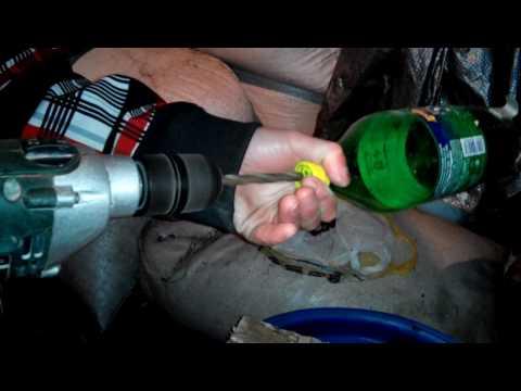 Поилка для кроликов своими руками из пластиковой бутылки видео