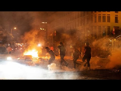 في أول تحرك بعد انفجار المرفأ.. مواجهات بين محتجين وقوات الأمن ببيروت…  - نشر قبل 3 ساعة