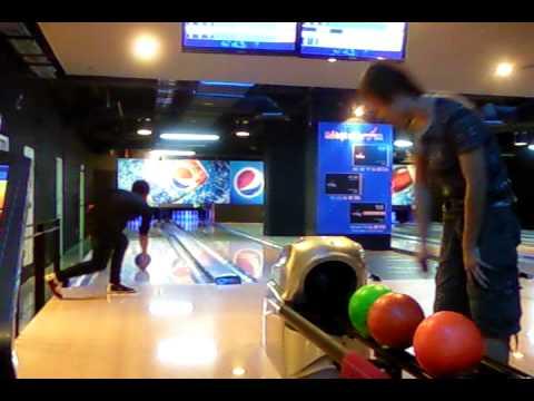 Lần đầu chơi bowling