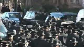 Gambar cover Thousands Of People Gathered in Williamsburg At Funeral of Nathan and Raizy Glauber