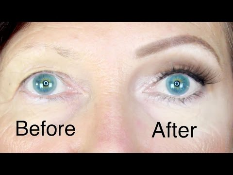 Eye makeup for mature women