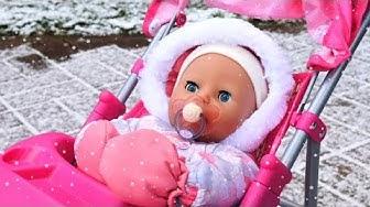Baby Born -nuken talvivaatteet. Baby Annabell -nukke menee kävelylle. Vauvanuken aamurutiinit.