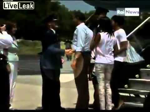 Obama Secret Note Handshake
