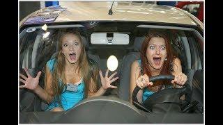 Девушка за рулем    Girl driving