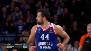 26.12.2019 / Anadolu Efes - Maccabi FOX Tel Aviv / Krunoslav Simon