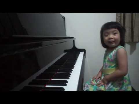 Sia - Chandelier - Partition Piano version - Karaoke / backing track / Sheetmusic von YouTube · HD · Dauer:  3 Minuten 42 Sekunden  · 766000+ Aufrufe · hochgeladen am 10/09/2014 · hochgeladen von Noviscore