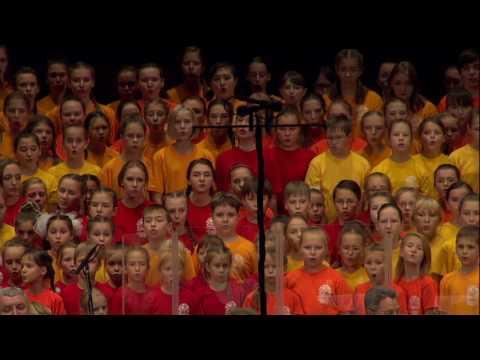«Погоня» из к/ф «Новые приключения Неуловимых», поет сводный хор Новосибирска