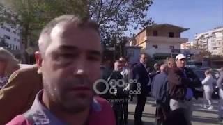 Ora News - Protesta te 'Astiri', goditet me grusht kameram…