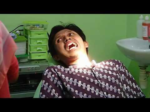 Ekspresi Ayah Ketika Proses Cabut Gigi di Dokter Gigi