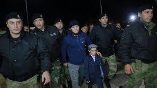 Хабиб в Дагестане, Хабиба сопровождал ОМОН, Более 3000 фанатов встретили  Нурмагомедова в аэропорту,