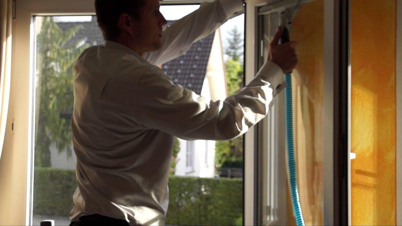 fenster reinigen schnell streifenfrei und ohne das wasser auf den sims l uft das geht mit. Black Bedroom Furniture Sets. Home Design Ideas