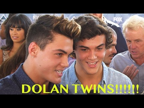 Dolan Twins Interact with Fans On Live Stream at Teen Choice! Mp3