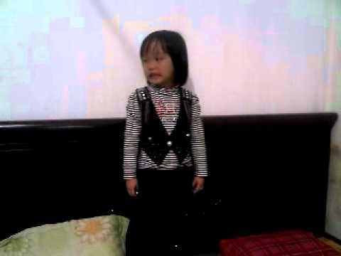 Be Mai Trang GIUA VONG GIO THOM ( DOC THO).3gp