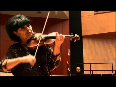 Liana Isakadze playing Mendelssohn's Violin Concerto (excerpt)