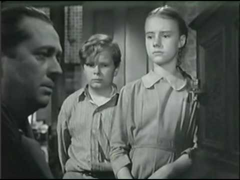 A Tree Grows in Brooklyn (1945) - Annie Laurie song
