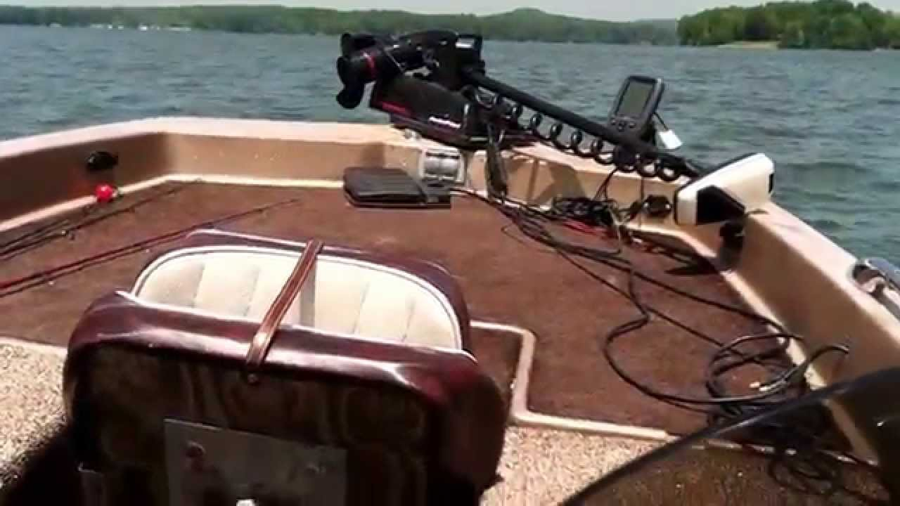 1979 skeeter bass boat with 1979 75 hp evinrude youtube for Buy bass boat without motor