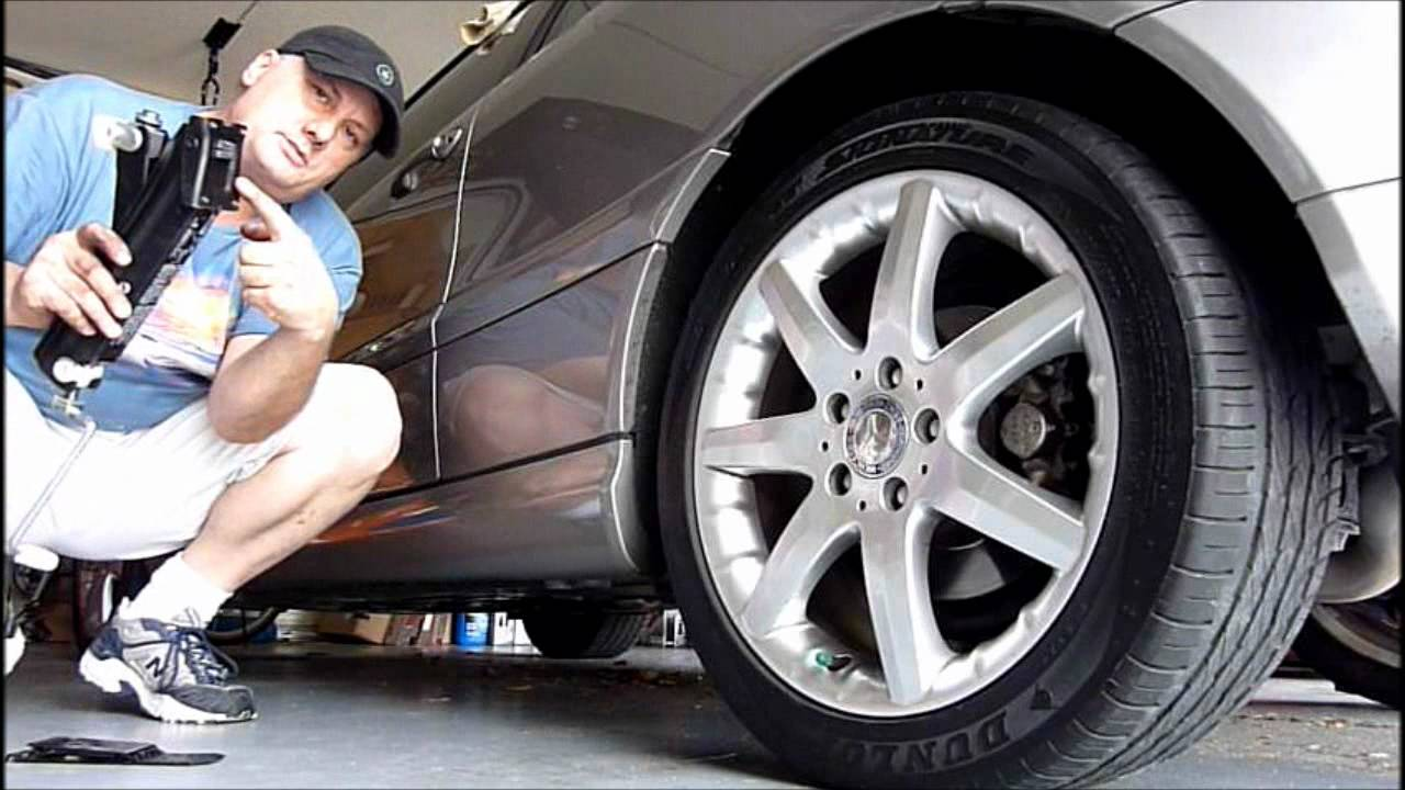 How to use the jack on a mercedes automobile youtube for Mercedes benz tire replacement