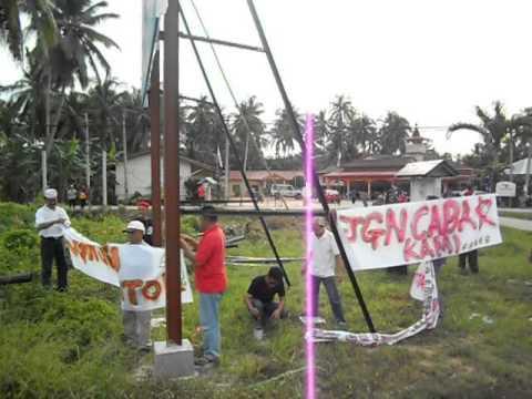 Cai2 UMNO cuba utk robohkn Billboard YB Ng Suee Lim4