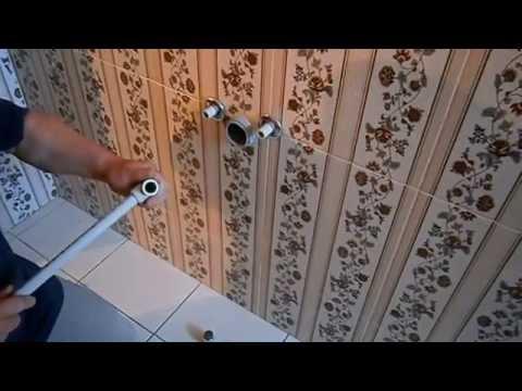видео: Водопровод и канализация в ванной  Паяем полипропилен своими руками