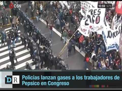 Policías lanzan gases a los trabajadores de Pepsico en Congreso