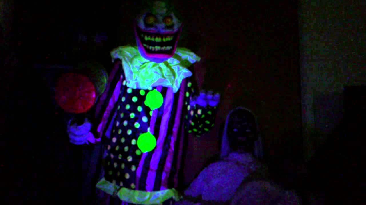 Spirit Halloween Wacky Mole Clown Black Strobe Light