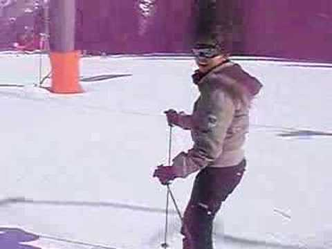Pinay Skier Getting Better!!!