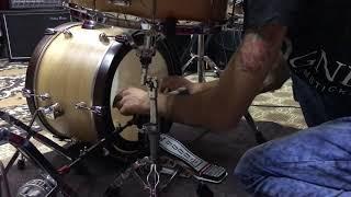 Краткий обзор на пластик для бас барабана EVANS 18 EMAD2 BD18EMAD2
