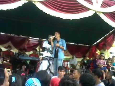 Yendri KDI feat Ellis Stania dalam Konser di Lap Bola Petaling