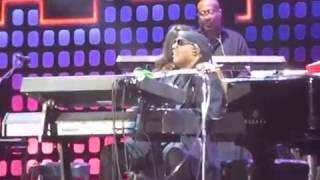 Stevie Wonder sings complete ISN'T SHE LOVELY to his daughter onstage @GlobalCitizenFestival 2017