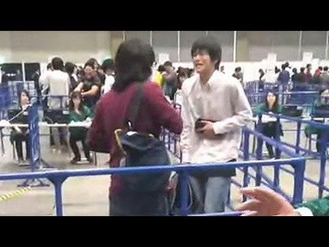 【衝撃映像】 AKB48握手会 キチガイが大暴れ 小栗有以レーン鍵閉め争い