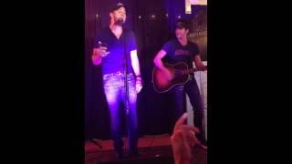 Luke Bryan forgets words to Tailgate Blues 8/22/14
