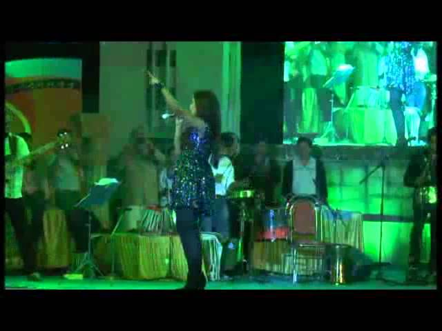 Nagada Sangh Dhol(Ram Leela) song by Shreya Ghoshal Live at Dharwad Utsav 2013 Travel Video