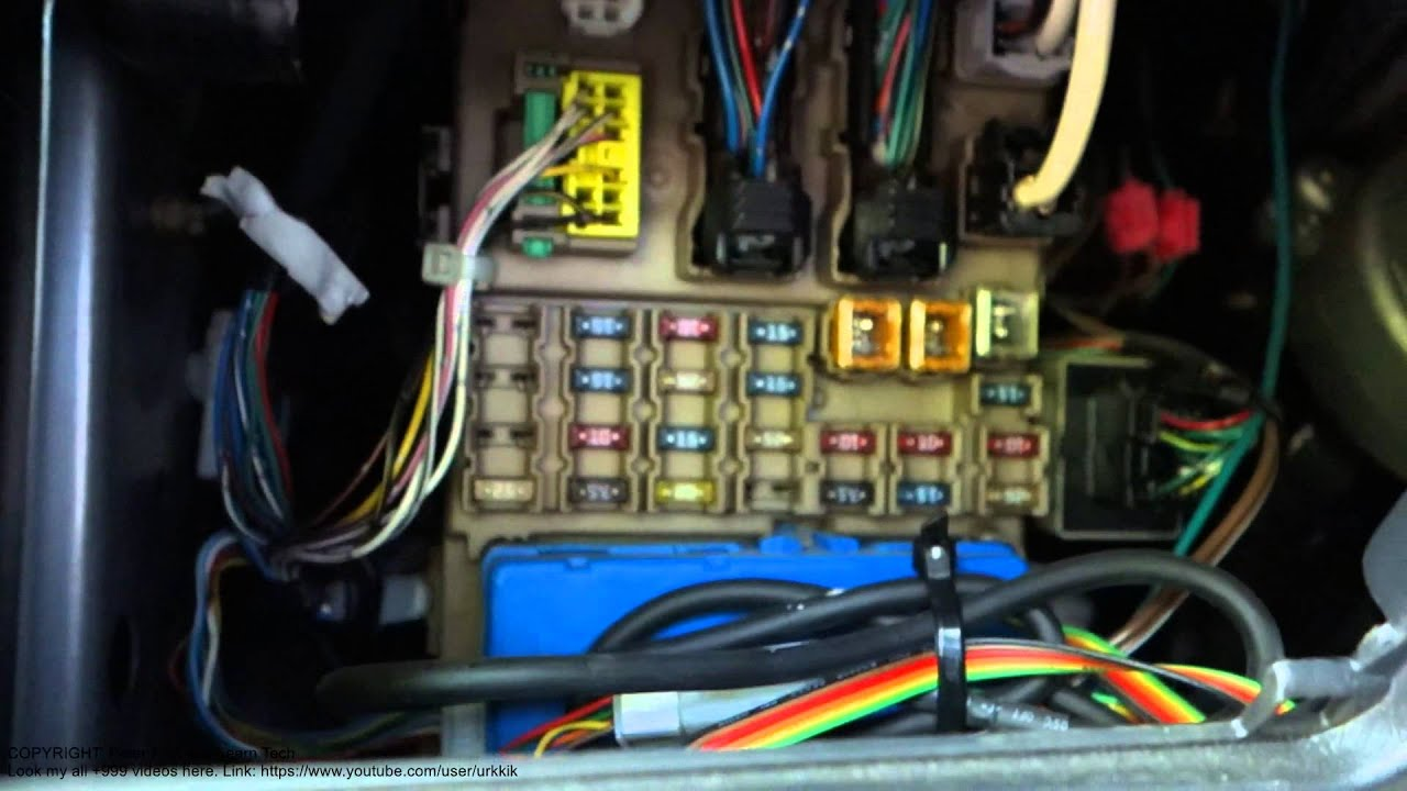 2003 Toyota Matrix Interior Fuse Box