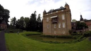 Красивый замок Schloss /Прогулки по Германии / Жизнь в Германии/ Castle Germany(Всем привет . В этом коротком Видео, вы увидите замок Schloss Lörsfeld , который находится в городке KERPEN., 2015-09-17T21:53:06.000Z)