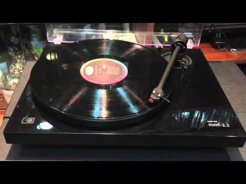 Vinyl Player - music hall mmf - 2.2 plays Nat King Cole Love-Wise.