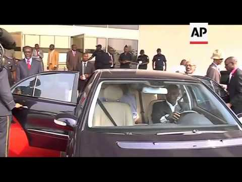 WRAP UN troops besieged by Gbagbo supporters ADDS Odinga meets Gbagbo
